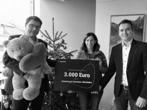 Wir übergaben den Spendenscheck im Kinderhospiz Bärenherz Wiesbaden.