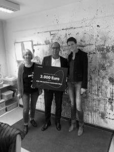 Wir übergaben bei KikE den Spendenscheck in Tübingen.